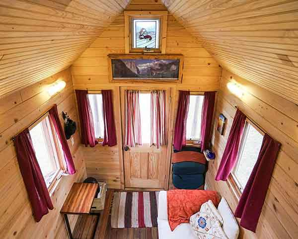 These-People-Live-In-Houses-Smaller-Than-Your-Bedroom31__880