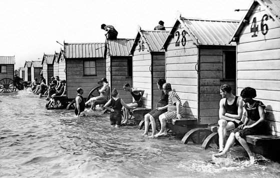 victorian-bathing-machines-van-9-560x356