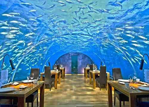 12-restaurants-where-you-will-not-think-about-food-artnaz-com-3