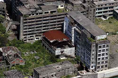 2CB899FC00000578-3247748-James_Bond_fans_will_recognise_Hashima_Island_also_known_as_Batt-a-3_1443510847308