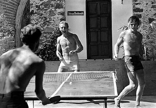 Paul-Newman-and-Robert-Redford-Playing-Ping-Pong__700