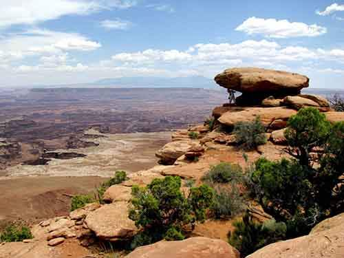 canyons-mesas-and-deep-river-gorges-are-some-of-the-remarkable-geologic-features-of-canyonlands-national-park-in-utah