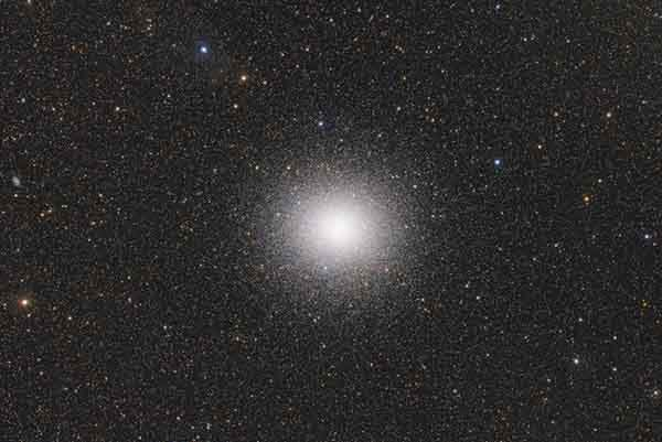 omega-centauri-largest-of-its-kind-in-