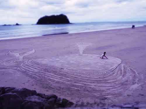 3d-beach-whale-sand-art-by-jamie-harkins