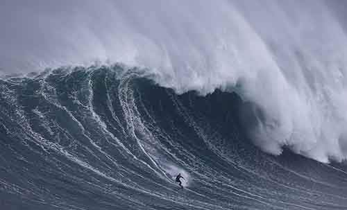 Big wave surfer Sebastian Steudtner of Germany drops in on a large wave at Praia do Norte in Nazare, Portugal November 1, 2015. The Praia do Norte beach has become a famous beach for big wave surfers around the world since Hawaiian surfer Garrett McNamara got a world record for the largest wave surfed in 2011. REUTERS/Rafael Marchante TPX IMAGES OF THE DAY - RTX1U9DX