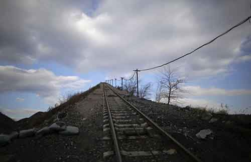 A railway track for carrying coal gangue, also known as coal waste, leads onto the top of the gangue hill from the exit of a coal mine of the state-owned Longmay Group on the outskirts of Jixi, in Heilongjiang province, China, October 24, 2015. To match story CHINA-COAL/JIXI Picture taken on October 24, 2015. REUTERS/Jason Lee - RTX1USHF