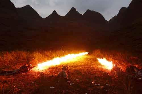 Chinese People's Liberation Army soldiers (PLA) use a flamethrower to detonate mines laid by China during the China-Vietnam conflict in the 1980s in Wenshan, Yunnan province, November 2, 2015. According to China Daily, China started a mission in Yunnan province with 400 soldiers on the border with Vietnam on Tuesday, aiming to remove more than 470,000 mines before the end of 2017. Picture taken November 2, 2015. REUTERS/Meng Zhubin CHINA OUT. NO COMMERCIAL OR EDITORIAL SALES IN CHINA - RTX1UO3T