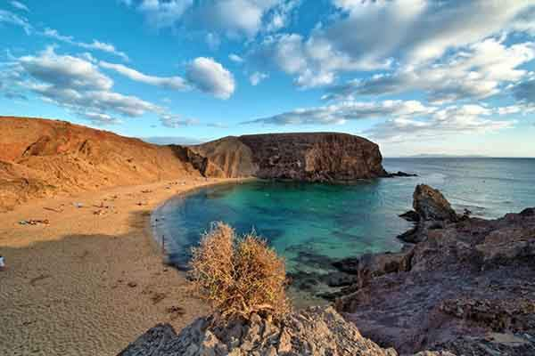 playa-de-papagayo-beach-lanzarote-canaray-islands-spain