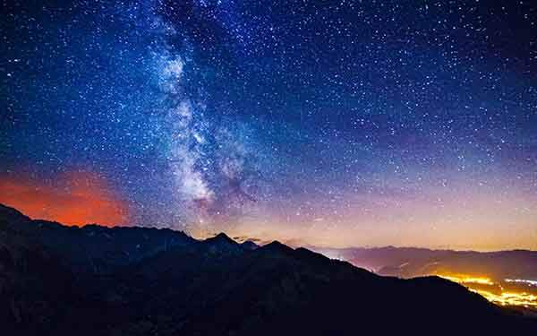 starry-sky-mountains-desktop-background