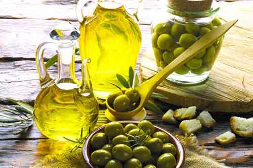 10-Teeth-Whitening-Home-Remedies-Olive-Oil