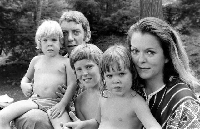 Photos of Donald Sutherland and His Family in 1970 by Co Rentmeester (6)