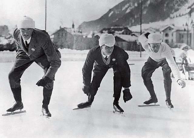 The Athletes of the First Winter Olympics in 1924 (Speedskaters at the starting line.)