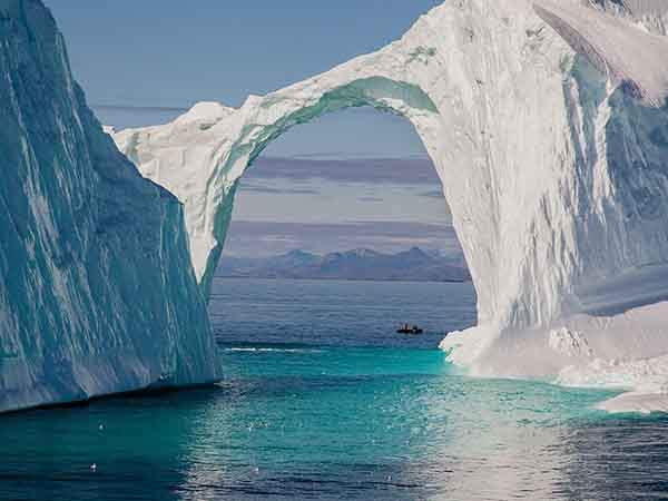 greenland-ice-bridge_93265_990x742
