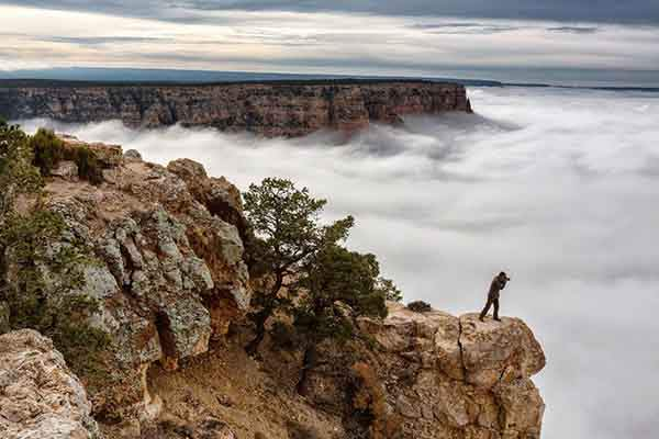 photographer-clouds-grand-canyon_89222_990x742
