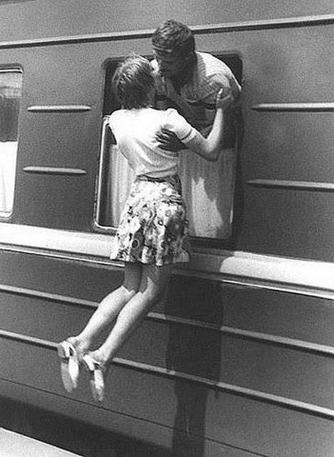 Romantic Kisses in the Past That You Have Rarely Seen Today (13)