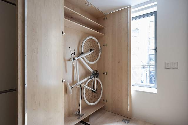 inside-the-guest-room-is-a-storage-cabinet-for-a-bike
