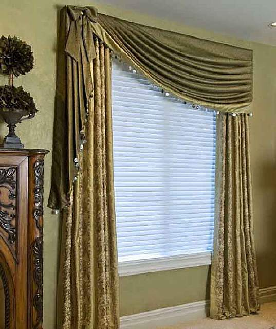 luxury-classic-curtains-and-drapes-for-bedroom