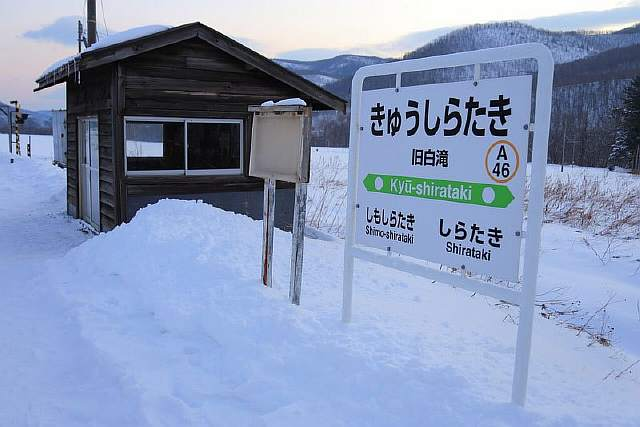 remote-train-station-in-japan-remains-open-so-student-can-go-to-school-4