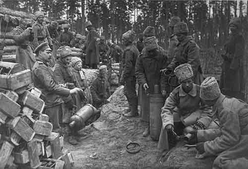 Russian soldiers prepare chlorine cylinders for a gas attack against German positions near Ilukste, 1916