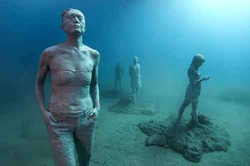 breathtaking-underwater-museum-turns-ocean-floor-into-art-gallery-and-doubles-as-artificial-ree-10__880