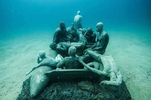 breathtaking-underwater-museum-turns-ocean-floor-into-art-gallery-and-doubles-as-artificial-ree-2__880
