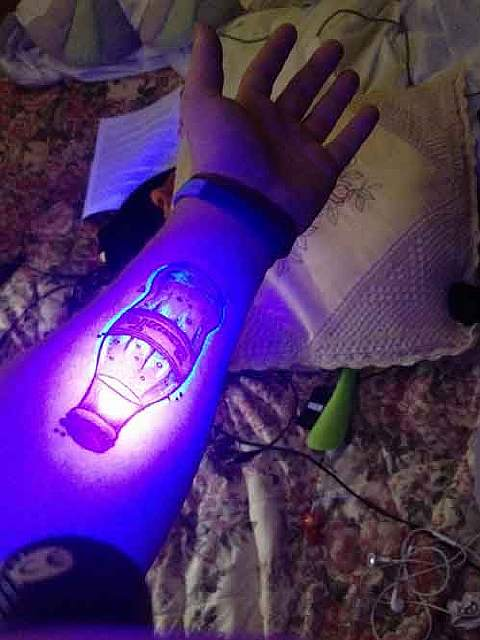 glow-in-dark-tattoos-uv-black-light-411__605