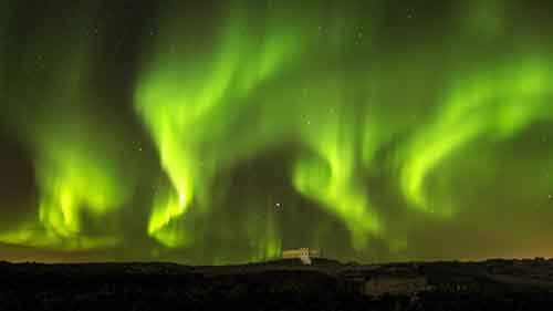 657405-880-1458228090-AuroraNorthernLightsNaturalSkyUHD