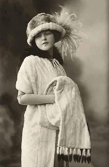 vintage-women-beauty-1900-1910-79__605