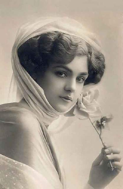 vintage-women-beauty-1900-1910-80__605