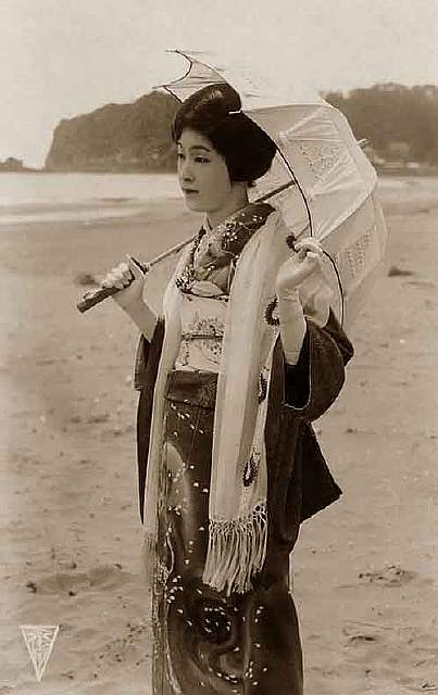 vintage-women-beauty-1900-1910-92__605