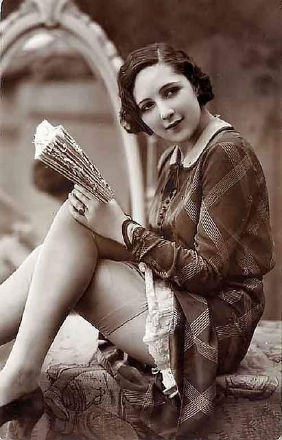 vintage-women-beauty-1900-1910-93__605