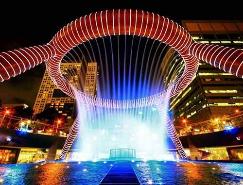 1495355-1000-1461358091-fountain-of-wealth-with-suntec-towers-at-dusk-in-singapore-1600x1219