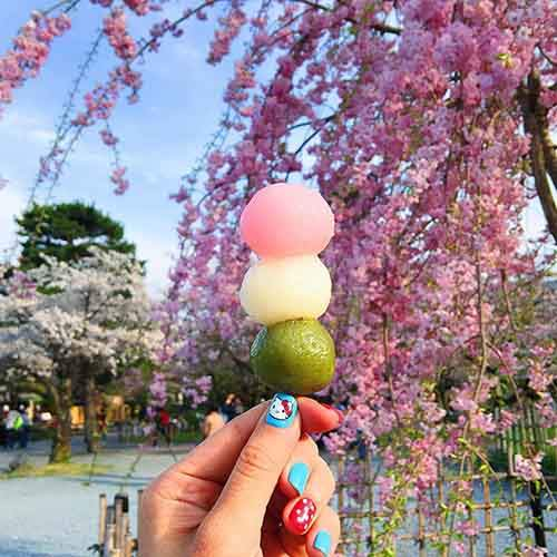 food-around-the-world-sweets-travel-girl-eat-world-65-57230236d6f55__605