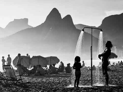 rio-beach-shower_95023_990x742
