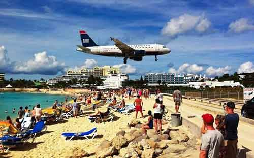 20-January-11-2012-Plane-Coming-in-for-a-Landing-Over-Beach-in-Sint-Maarten-610x379