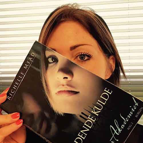 book-cover-face-illusion-perfectly-timed-photos-35-5763d818606b2__605