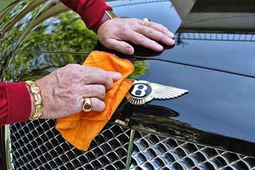 millionaire-sparks-uproar-with-demand-to-be-buried-with-bentley-raise-awareness-organ-donation-2