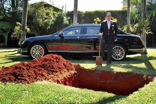 millionaire-sparks-uproar-with-demand-to-be-buried-with-bentley-raise-awareness-organ-donation-3