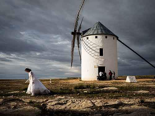 spain-windmill-scene_95085_990x742
