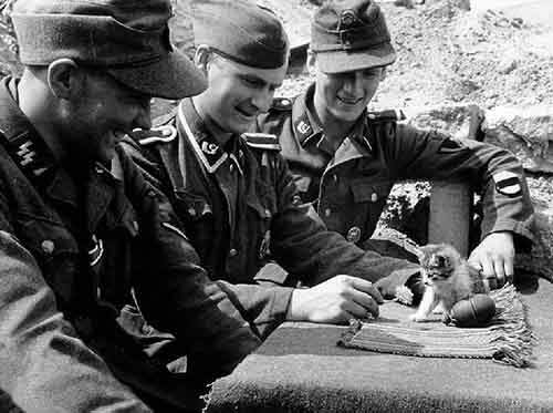 02 - Estonian Nazi soldiers playing with a kitten