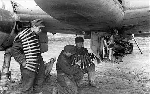 04 - Germans loading a plane with ammunition