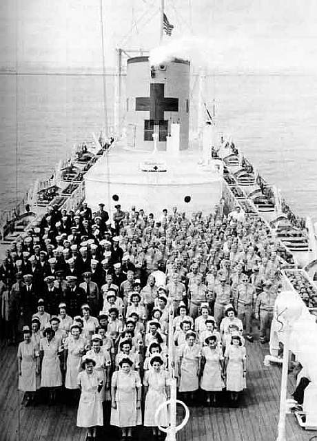 10 - US hospital ship with it039s crew