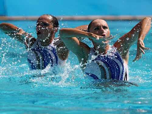 anastasia-gloushkov-leventhal-and-ievgenia-tetelbaum-of-israel-are-in-sync