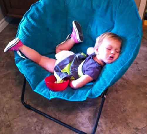 funny-kids-sleeping-anywhere-67-57a9888210893__605