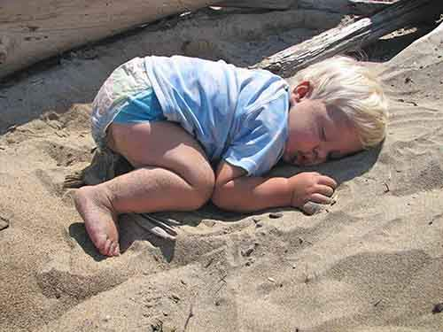 funny-kids-sleeping-anywhere-89-57a9cfd34d1e8__605