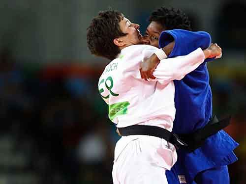 germanys-laura-vargas-koch-competes-against-angolas-antonia-moreira-in-judo