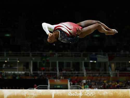 simone-biles-momentarily-defeats-gravity