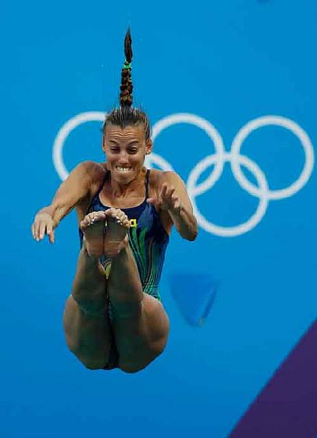tania-cagnotto-of-italy-plummets-off-the-3-meter-springboard