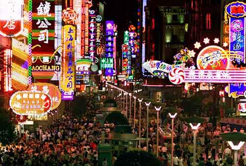 shoppers-crowd-under-colorful-neon-lights-along-shanghais-bustling-nanjing-road