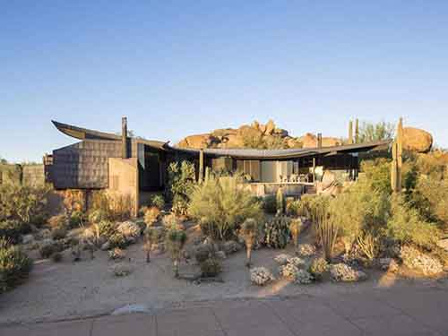 the-scorpion-house-makes-a-statement-in-the-arizona-panels